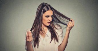 Врачи достали из живота женщины, которая ела свои волосы, огромный волосяной комок (18+)