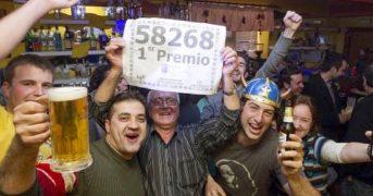 В испанской деревни все жители выиграли в лотерею, кроме одного человека