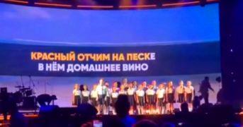 Детский хор исполнил шуточную песню, которая теперь стала вирусной (видео)